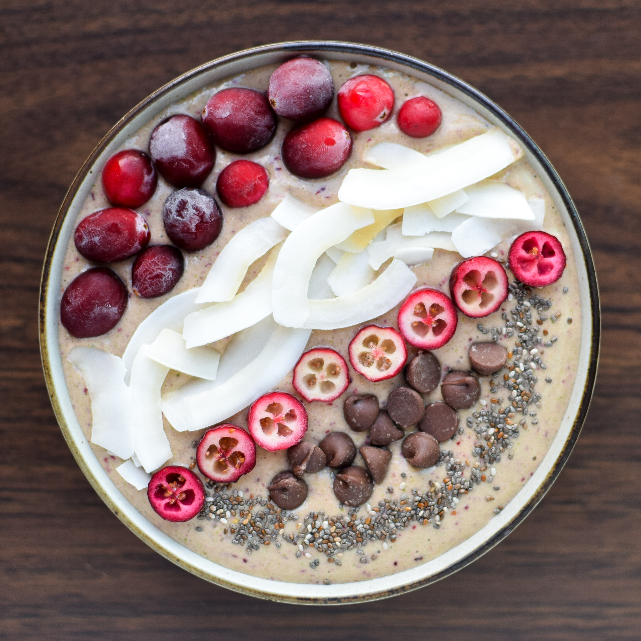 Orange Cranberry Greens Protein Smoothie recipe - You MUST try this new smoothie with happy Fall flavors - orange, cranberry, and CINNAMON make this creamy breakfast (or lunch!) complete! - ProjectMealPlan.com