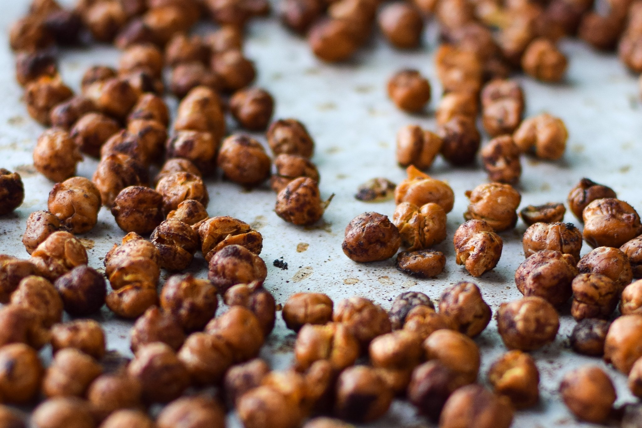 Crispy Cinnamon Roasted Chickpeas - A healthy crunch holiday treat! Four simple ingredients and your home smells amazing! - ProjectMealPlan.com