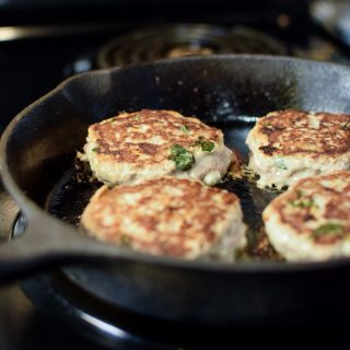 Turkey Feta Basil Burgers - Ground turkey burgers packed with feta cheese and fresh basil cooked right inside are spot on! - ProjectMealPlan.com