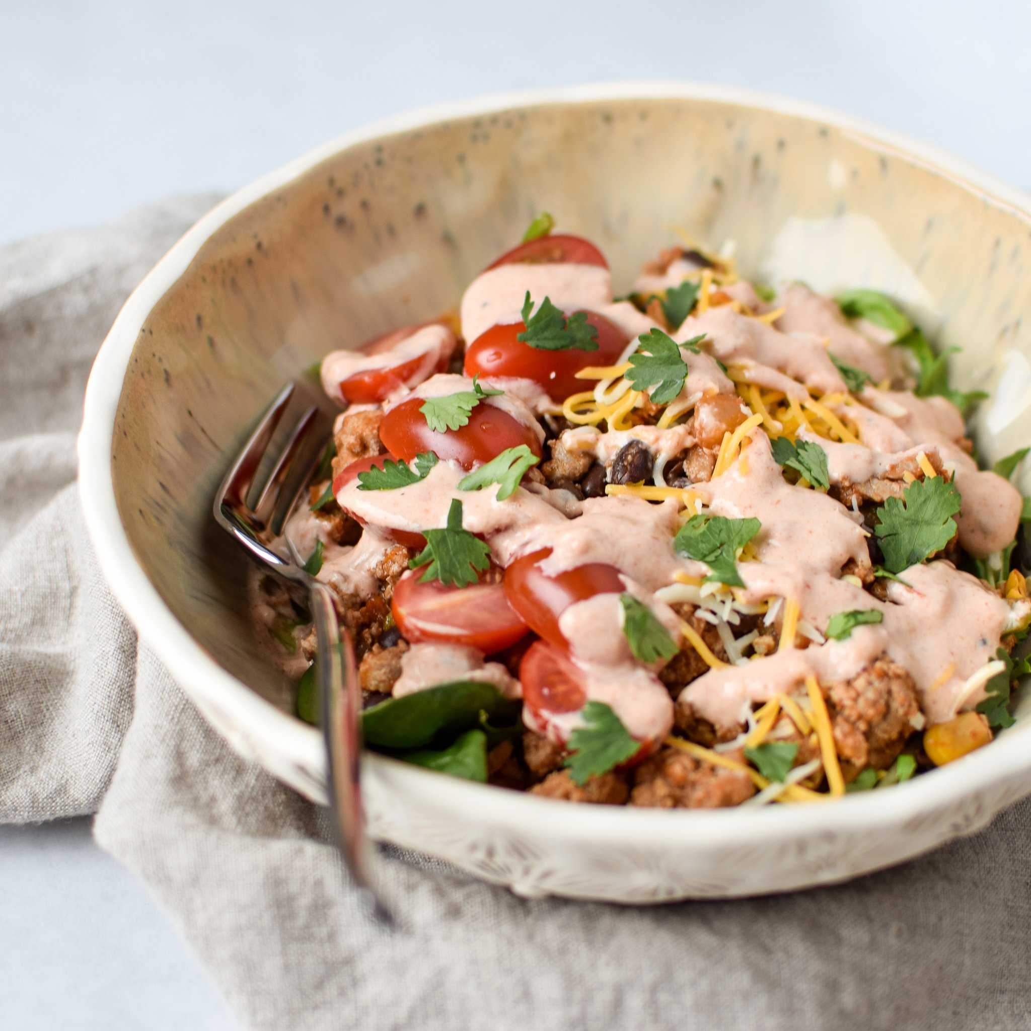 Meal Prep Turkey Taco Black Bean Salads - An easy recipe with ground turkey, black beans and veggies cooked in one pot! Easy meal prep right here! - ProjectMealPlan.com