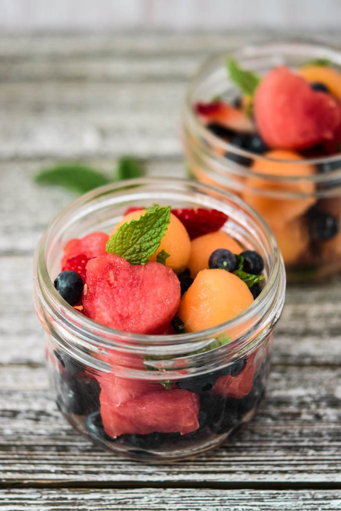 Perfect meal prep ideas for hot weather include fresh cut fruit with a delicious mojito flavor.
