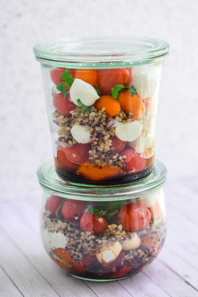 meal prep ideas for hot weather include these quinoa caprese mason jar salads!