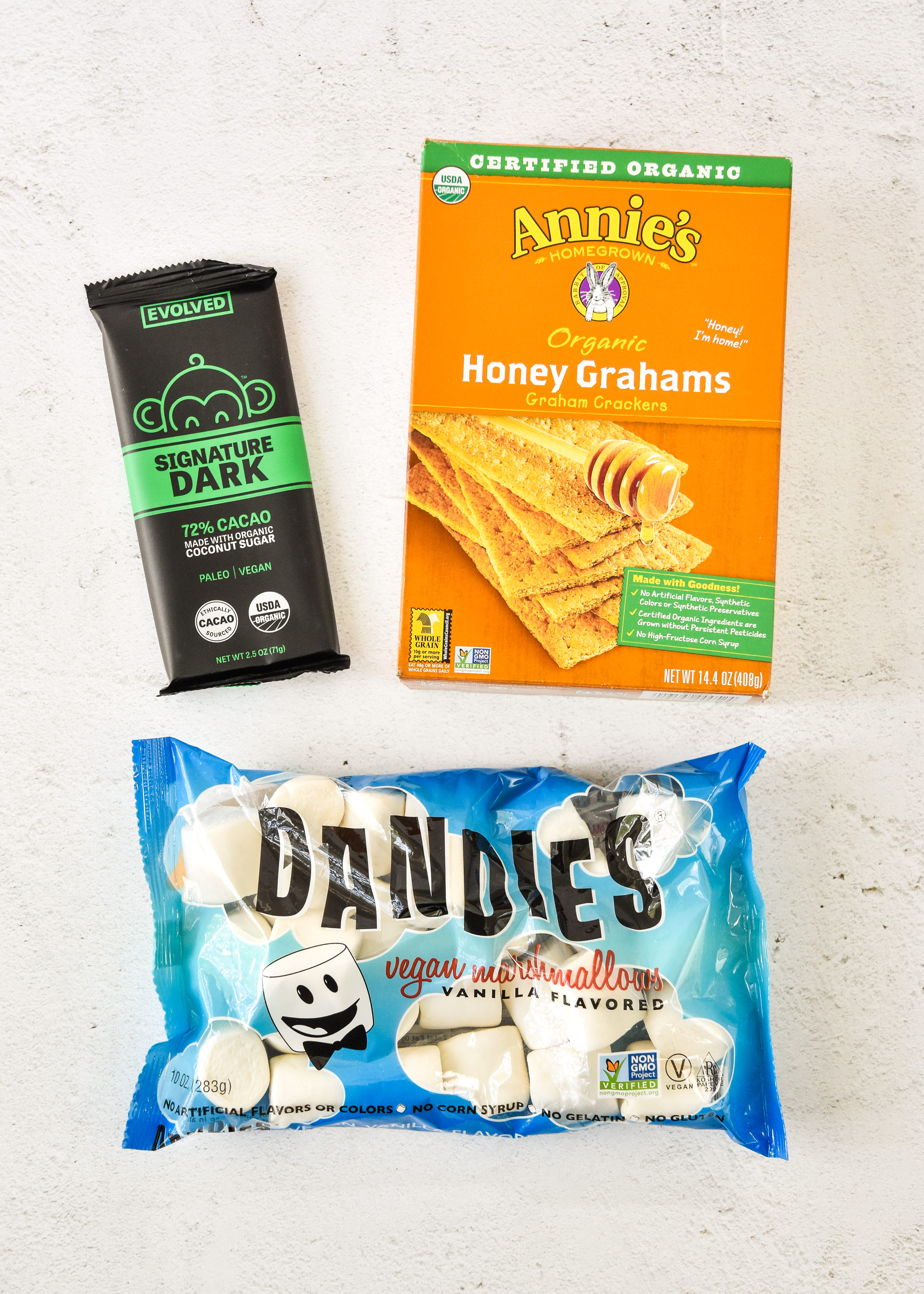 ingredients for air fryer smores, graham crackers, marshmallows and chocolate.
